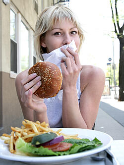 Lady-eating-burger