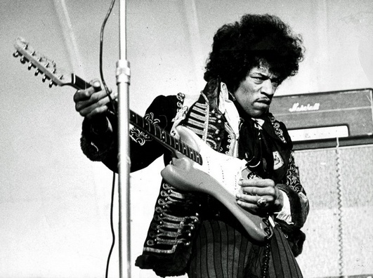 Jimi_Hendrix_1967_uncropped